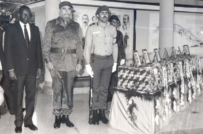 Operación Tributo: Fidel Castro y José Eduardo Dos Santos, rindieron la última guardia de honor.