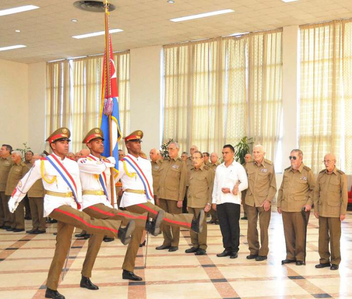 Medalla 60 Aniversario de las FAR a Comandantes históricos y Generarles de la Reserva.   (foto Jorge Luis Gonzàlez) 21-12-16 60FAR23N9