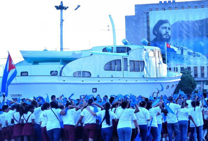 En la Plaza de la Revolución de La Habana histórica marcha de pueblo