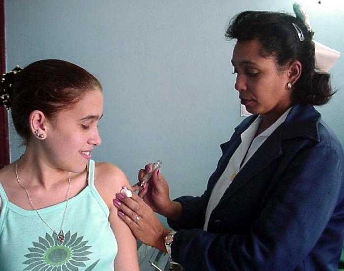 Vacunación de Hepatitis B.