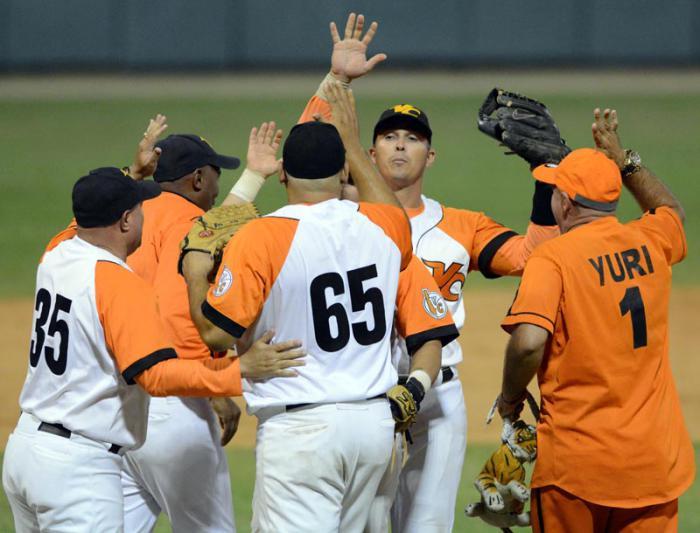 Serie-56-Play-Off-VILL-CA-juego-4to-empatan a dos victorias los azucareros, el lanzador Yorvani Torres con su victoria NO 100 en series nacionales.