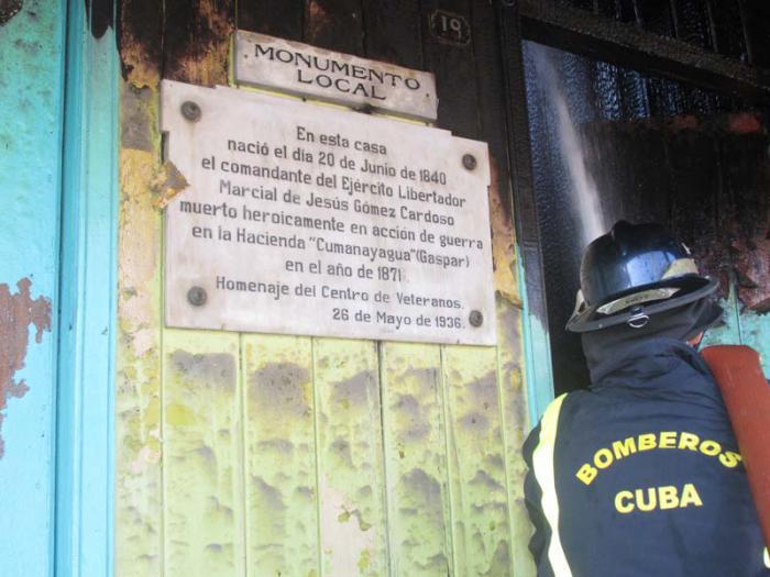 Dañado inmueble patrimonial avileño. La rápida acción de fuerzas del Comando 105 de bomberos evitó la propagación de las llamas