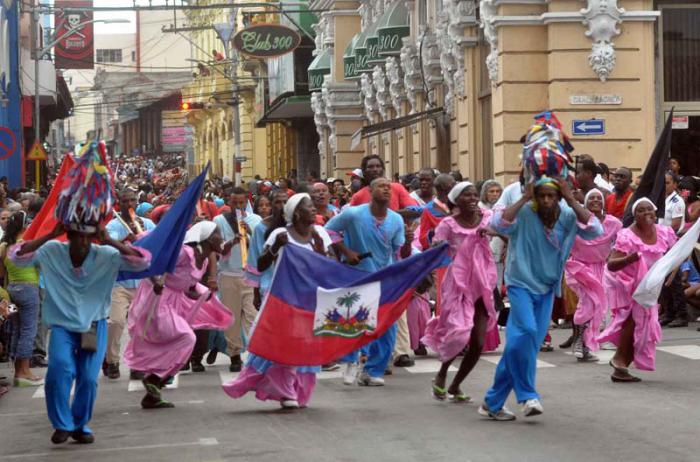 Desfile de la Serpiente en el 35 Festival del Caribe o Fiesta del Fuego. Stgo de Cuba.