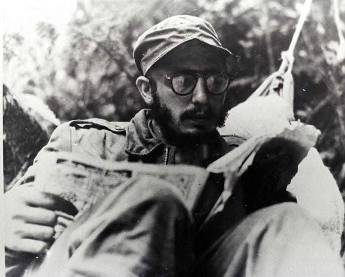 Fidel en la Sierra Maestra, por el mes de mayo, antes del ataque al Uvero. Fotocopia:30 de mayo de 1977. Archivo Fidel Castro. Fid20002