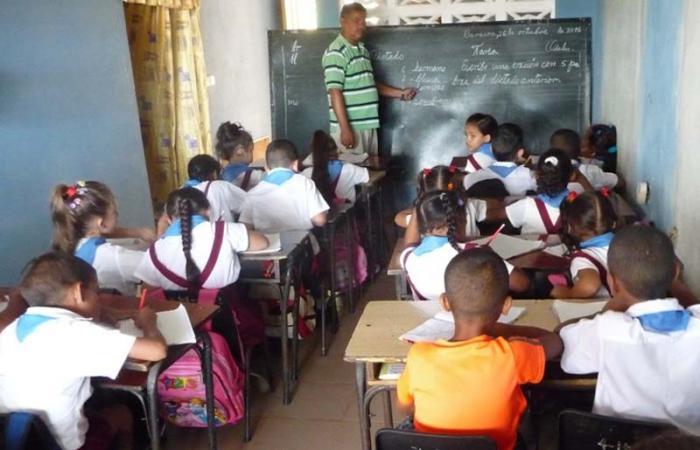 La escuela en la casa de Mayeley.