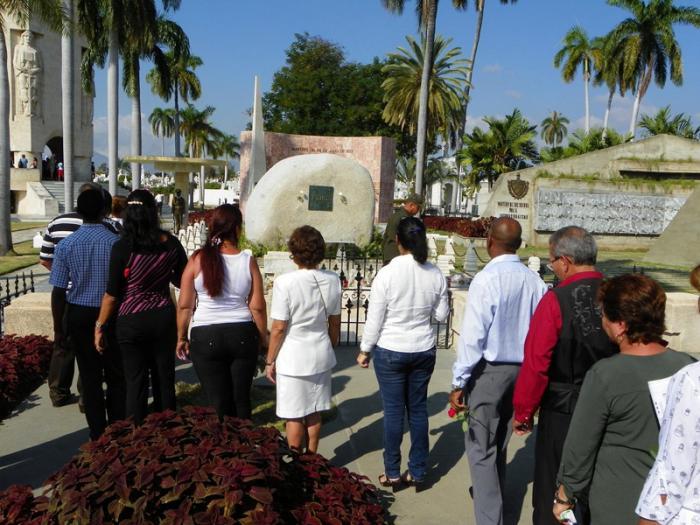 Perenne homenaje a Fidel en Santa Ifigenia