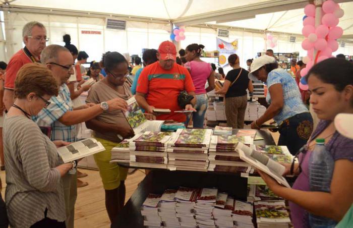 Ambiente de la 26 Feria Internacional del Libro, en la fortaleza de la Cabaña.