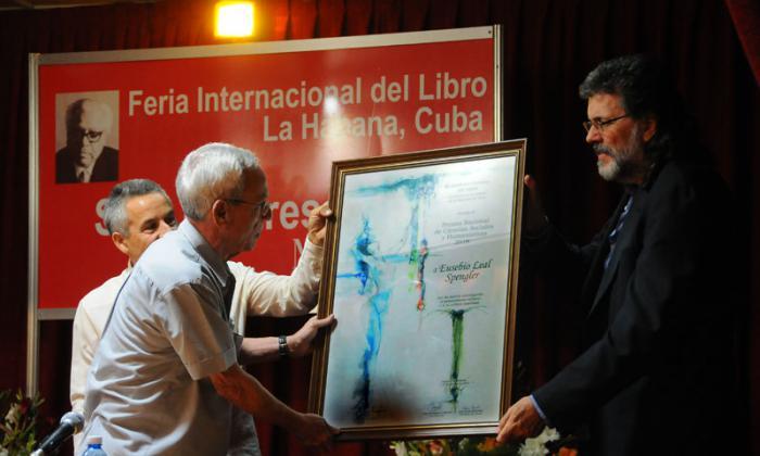 Entregan a Eusebio Leal Premio Nacional de Ciencias Sociales