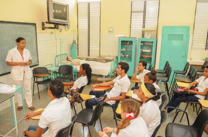 Reportaje en Facultad de Ciencias Médicas Calixto García con motivo del aniversario 120 del Hospital Calixto garcìa.