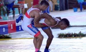 Capeonato Nacional de Lucha Greco combate de 66 kg Ismael Borrero se Santigo de Cuba de rojo y Sean Mora de la Habana de azul