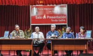 La editorial Verde Olivo presentó Girón: manos tras la cabeza, de Antonio Enrique Lussón y José Ángel Garciga, en la Sala Guillén de la Fortaleza San Carlos de la Cabaña.