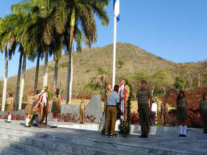 Envía Raúl Castro ofrenda floral en homenaje a los mártires
