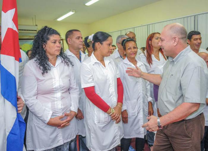 Despedida de la Brigada Henry Reeve, que parte para las zonas afectadas de Perú tras las inundaciones de los ùltimos dìas. Los despide el Ministro de Salud Dr Roberto Morales Ojeda