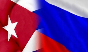 Banderas de Cuba y Rusia.