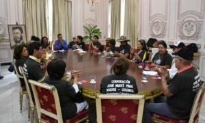 Miembros de la delegación colombiana que rinden tributo a Fidel Castro y al escritor Gabriel García Márquez en el  anivrsario 90 de su natalicio.