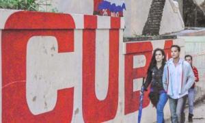 Dìa invernal en La Habana jovenes cubanos