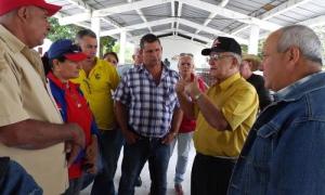 En cada uno de los lugares visitados, Ulises Rosales del Toro intercambió con directivos, campesinos y trabajadores agrícolas.