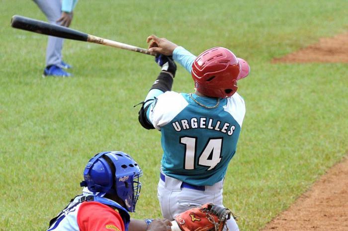 El jardinero Leonardo Urgellés, uno de los grandes prospectos del béisbol cubano, jugará con los Dragones de Chunichi en el circuito profesional nipón.