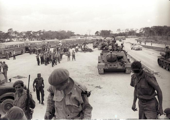 Milicianos en Playa Giron. Playa Giron. Sobre No.24 Publicada: 14/04/2011 Giro0457