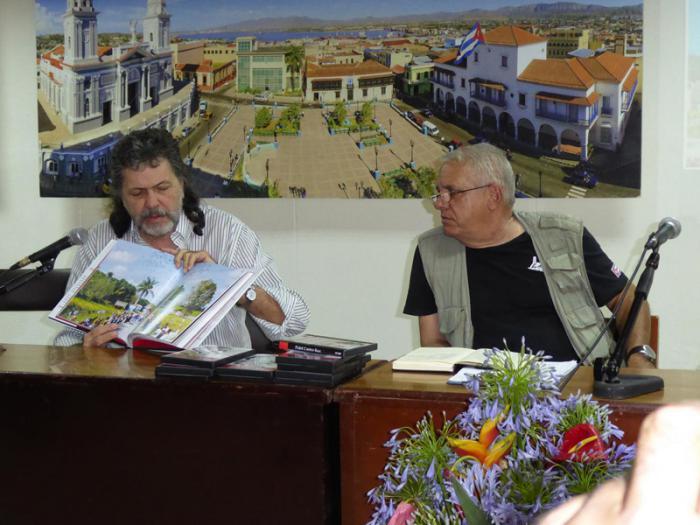 Clausura de la 26 Feria Internacional del Libro en Santiago de Cuba. abel Priero, ministro de Cultura, presenta libro sobre Exequias de Fidel
