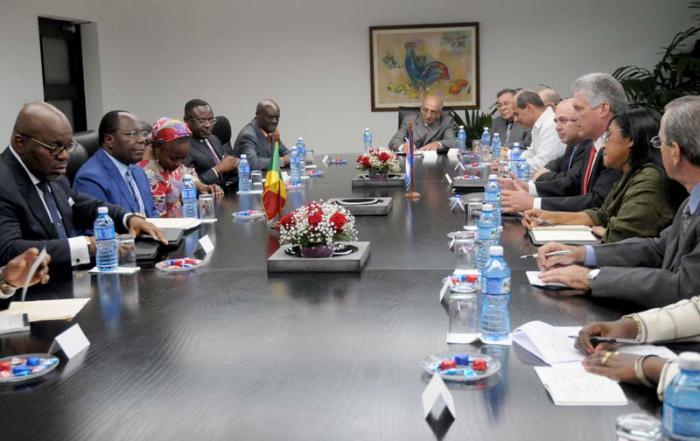 Miguel Diaz Canel primer vicepresidente de los Consejo de Estado recibe al Excmo,Sr Clement Mouamba primer ministro,jefe de gobierno de la República del Congo