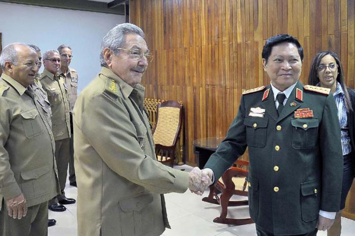 Recibió Raúl Castro a ministro de Defensa de Vietnam