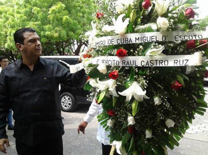 Raúl Castro envía ofrenda floral a funerales del excanciller nicaragüense Miguel D'Escoto