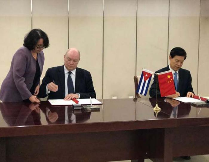 Al término del encuentro, ambas partes rubricaron varios acuerdos de cooperación. (Foto: PL)