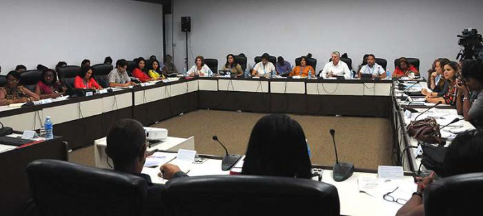 Reconocen en comisión parlamentaria legado de Fidel Castro a la Educación cubana