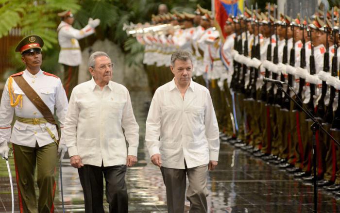 Raúl Castro Ruz recibe a Juan Manuel Santos, presidente de Colombia.