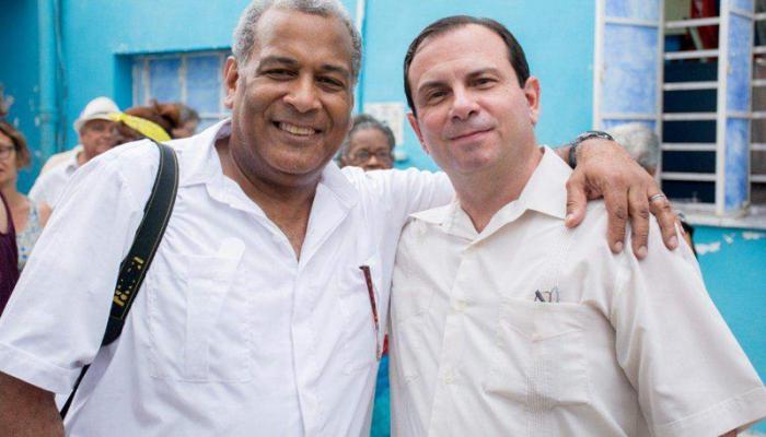 El reverendo Luis Barrios (a la derecha) y el héroe Fernando González, presidente del ICAP, en otro encuentro en Cuba.