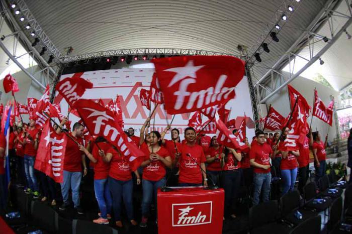 El anfiteatro salvadoreño se vistió de rojo para la fiesta revolucionaria del fmln. Foto: Twitter del FMLN