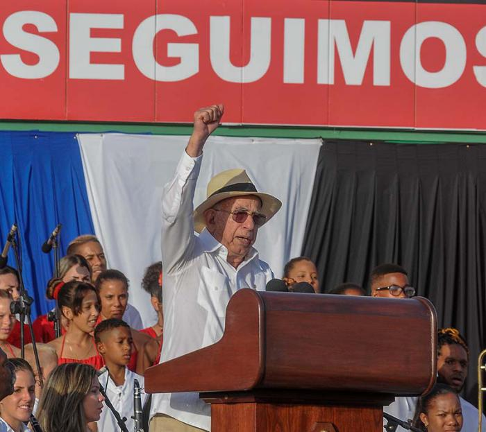 Acto central por el Aniversario 64 de los Asaltos a los Cuarteles Moncada y Carlos Manuel de Céspedes y el día de la Rebeldía Nacional en la Plaza de la Revolución de la Provincia de Pinar del Río, presiden el acto el Presidente de los Consejos de Estado y de Ministros, General de Ejército Raúl Castro Ruz, el primer vicepresidente de los Consejos de Estado y de Ministros de Cuba, Miguel Díaz-Canel Bermúdez, José Ramón Machado Ventura, Segundo Secretario del Comité Central del Partido Comunista de Cuba, La Primera Secretaria del PCC en Pinar del Rio Gladys Martínez Verdecia y otros dirigentes del Gobierno.