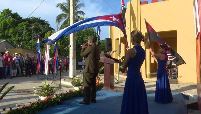 El acto tuvo lugar frente al remozado museo, emplazado en el antiguo cuartel militar de Bueycito