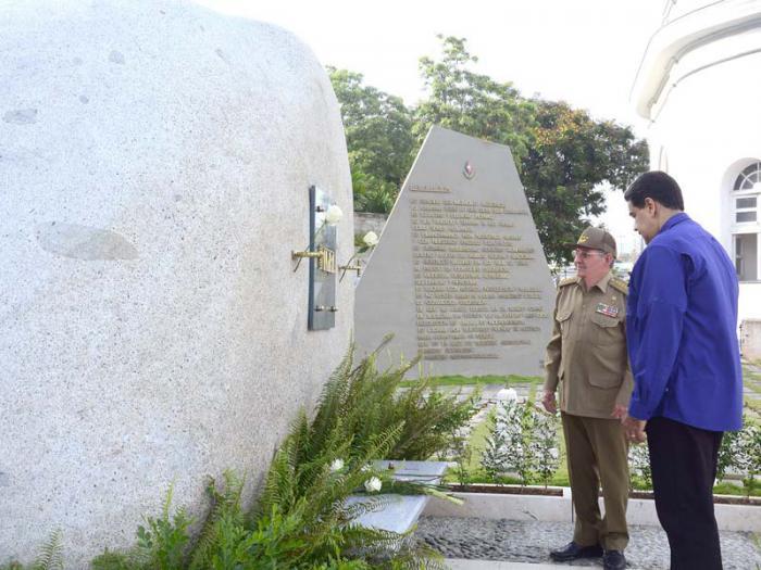 Nicolás Maduro rinde homenaje a Fidel y Martí en Santa Ifigenia