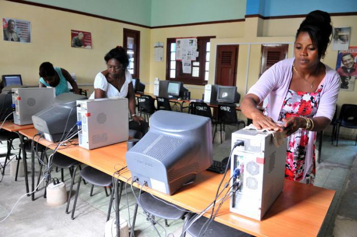 Preparación del curso escolar 2017-2018 en la escuela secundaria básica Enrique Maza en el municipio de Playa en la capital.
