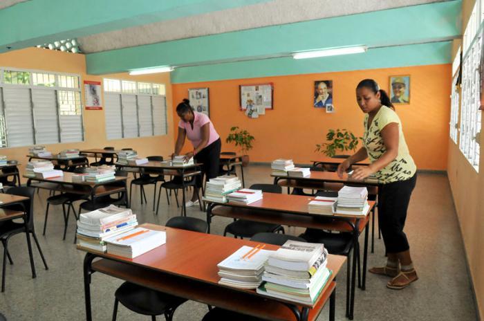 Preparación para el curso escolar en el IPI Ho Chi Min, en Ciudad Libertad en Marianao.