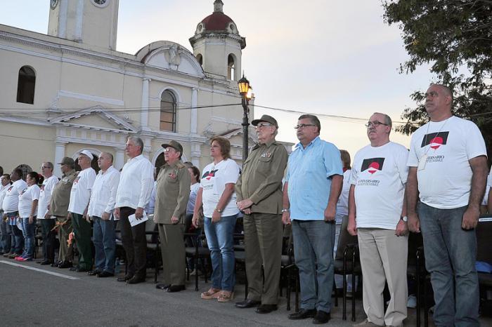 En el acto, el pueblo cienfueguero, junto a dirigentes del Partido y el gobierno, rindió tributo a los héroes y mártires del 5 de Septiembre. FOTO: Estudios Revolución