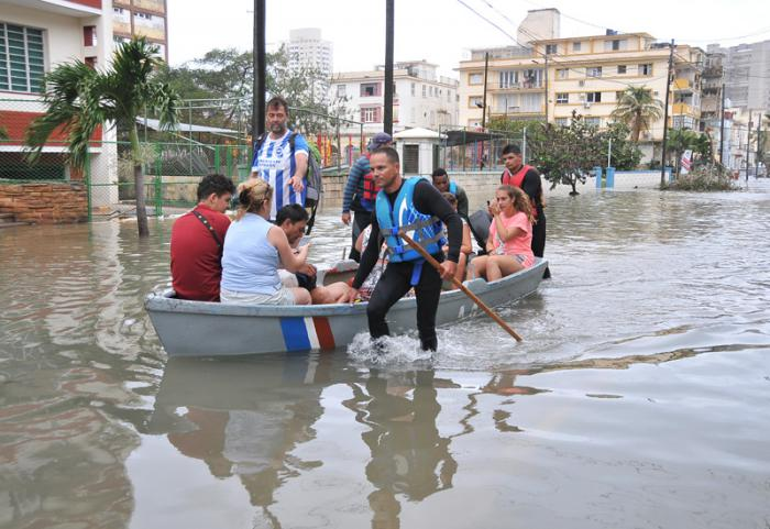 Huracan Irma penetracion del mar en calle G y 9 en el Vedado