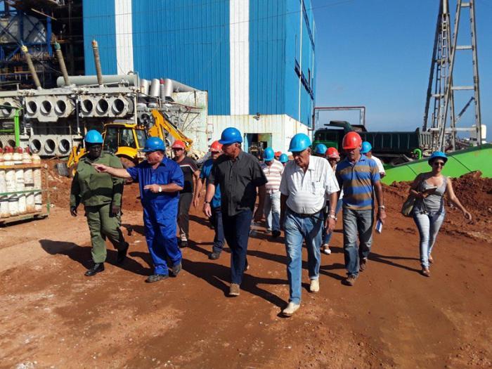 Miguel Díaz-Canel Bermúdez evaluó los trabajos de recuperación en la Central Termoeléctrica Antonio Guiteras, seriamente daña por el huracán Irma. foto del autor