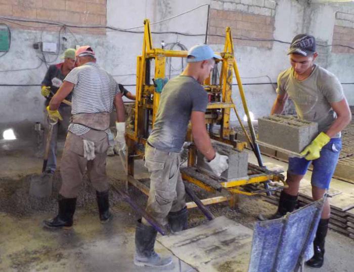 Una de las prioridades es la fabricación de bloques hasta de forma manual si fuera necesario.