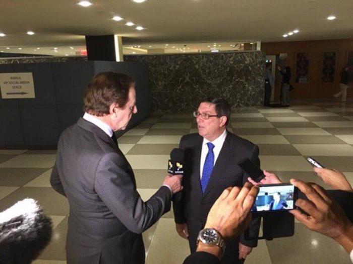 Jorge Gestoso entrevista al canciller cubano, Bruno Rodríguez Parrilla, en la sede de la onu. foto tomada de Twitter