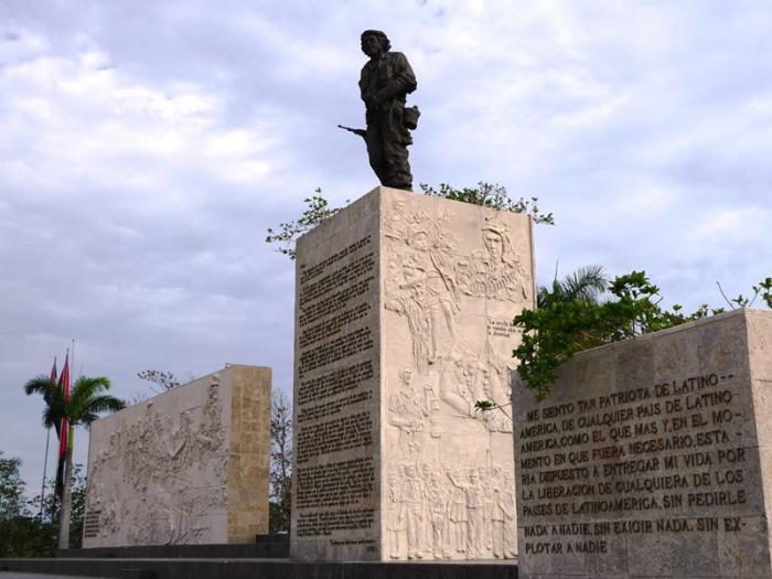 Alistan Plaza del Che para conmemoración por aniversario 50 de su desaparición física