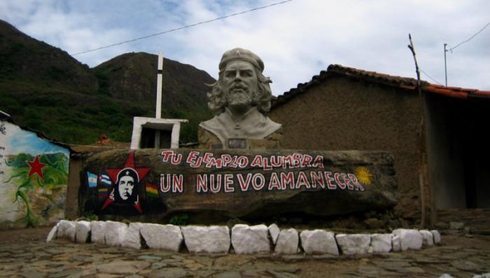 Le vice-président cubain Ramiro Valdés a rendu hommage au Che en Bolivie