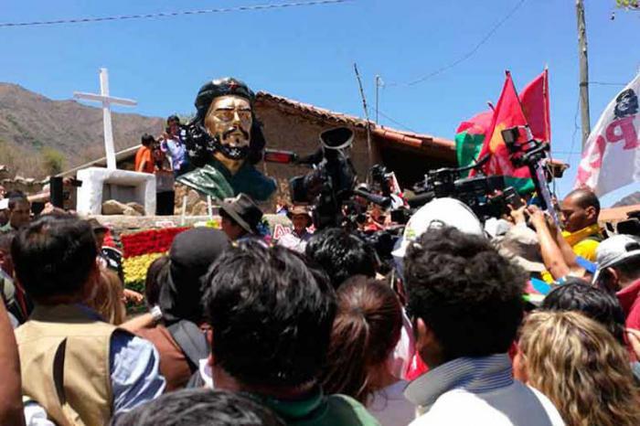 Miles se congregaron en Bolivia para homenajear al Che.