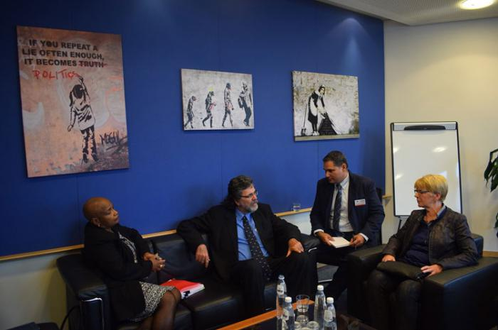 Ministro cubano de Cultura se reúne en Bruselas con europarlamentarios de diversos partidos