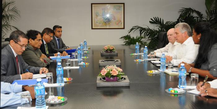 Primer Vicepresidente cubano dialoga con Ministro indio de Comercio e Industria