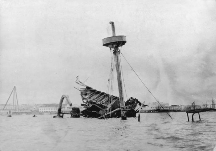 La explosión del buque Maine sirvió de pretexto para la entrada de Estados Unidos en la guerra contra España.