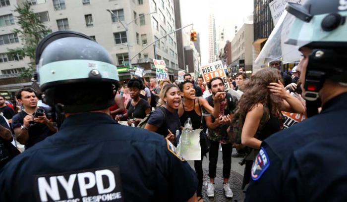 Estados Unidos está considerado como uno de los países más violentos del mundo y se calcula que existen más armas que habitantes. foto: AP