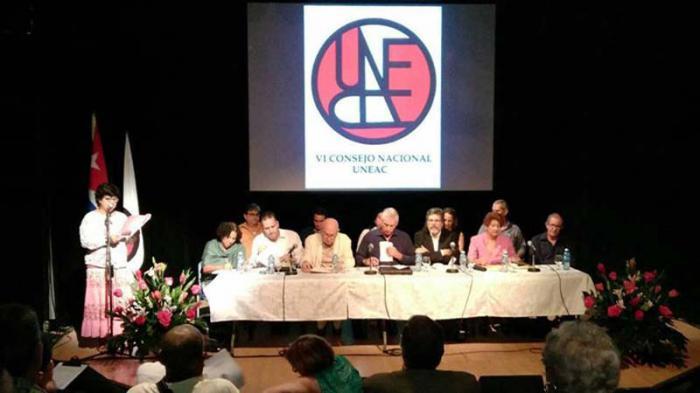 Evalúan artistas e intelectuales cubanos proceso de perfeccionamiento de la Educación